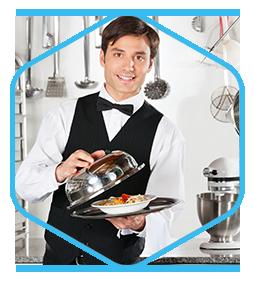 812055-camarero-con-bandeja-en-cocina